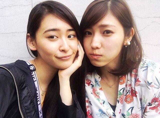 柳美稀と立石晴香さんがお買い物をする写真ですよ! とても素敵ですね〜!^ ^