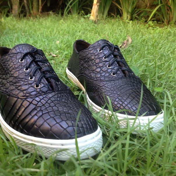 Fashion classic slip ons handcrafted in Bali from 100 % genuine crocodile skin. Will be handmade especially for you with love, care and great attention to detail.