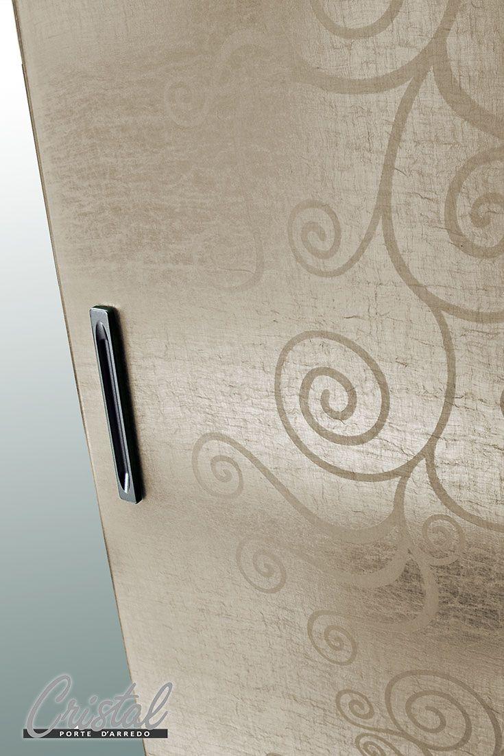 Agorà: la porta realizzata in vetro stratificato con inserto di tessuto naturale di lino. Semplicità ed innovazione per arredare gli spazi interni della tua casa.