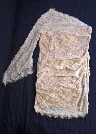 Kup mój przedmiot na #vintedpl http://www.vinted.pl/damska-odziez/krotkie-sukienki/15478890-biala-koronkowa-sukienka-z-jednym-rekawem-r-44