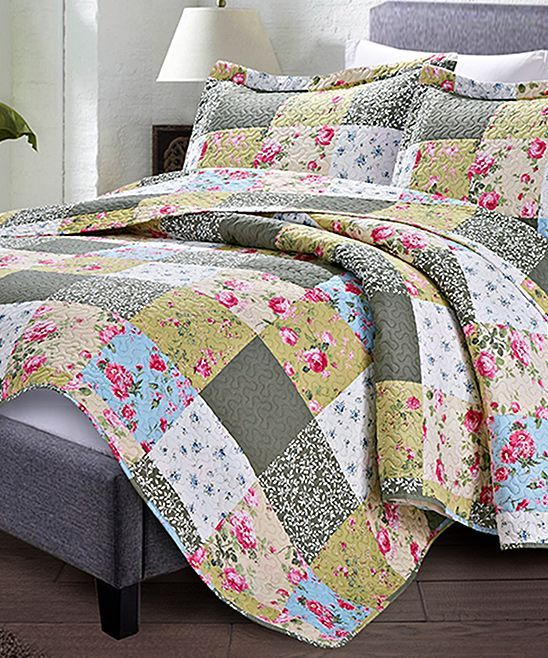 Refresh Your Bedroom D 233 Cor With This Cozy Quilt Set That
