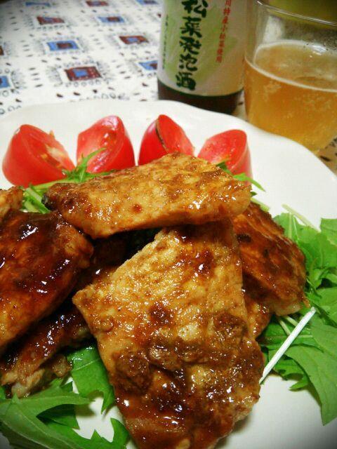KALDIガイヤーンの素が一つ余ってたので豚ロースに漬けてみました♪ ちなみに「ガイ」は鶏肉、「ヤーン」はあぶり焼き、「ムー」は豚肉なんですと!  奥にあるのは小松菜発泡酒。トミサクのホームタウン江戸川区の地ビールです((o(^∇^)o)) - 191件のもぐもぐ - KALDIガイヤーンの素を豚肉で「ムーヤーン」?? by トミーサク