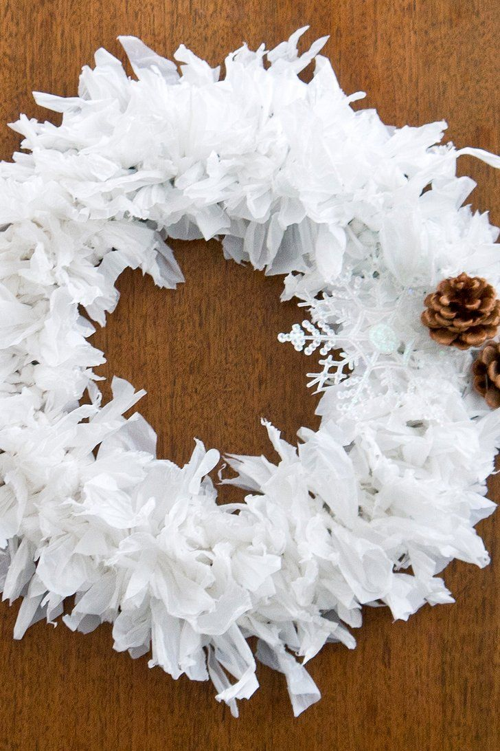 Beautiful Upcycling: Plastic Bag Holiday Wreath