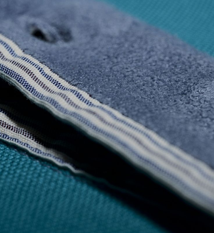 velvet placket with three ton/ton -button closure. More details in: http://www.oceanstitch.pt/en/Products-Men/Supertubos-Polo