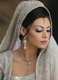 Latest Dulhan Makeup by Kashee's Beauty Parlour – Complete Details ...