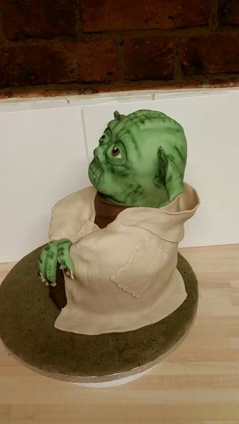 Another image of the Yoda cake