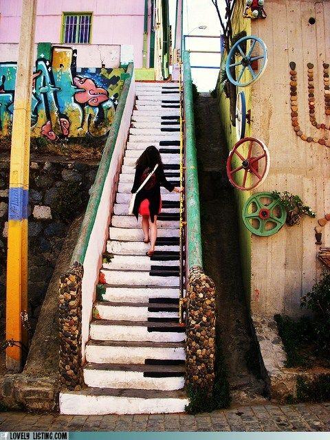 Piano stair-Valparaíso-chile