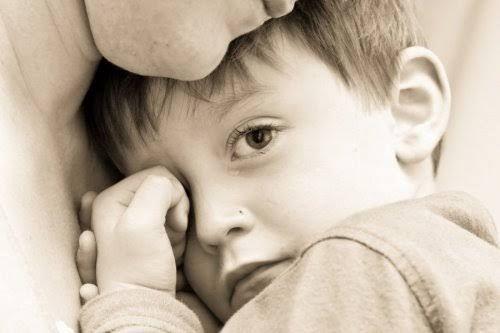 Los padres siempre intentan educar a sus hijos lo mejor que saben y pueden. No obstante, a veces no son conscientes de que tienen ciertos comportamientos tóxicos con ellos que pueden hacerles mucho más daño que bien. Esto es algo en lo que nos centraremos hoy, con el fin de abrir los ojos ante una …