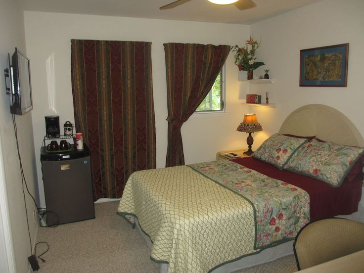 BUDGET room in waterfront home - Domy k pronájmu v Honolulu