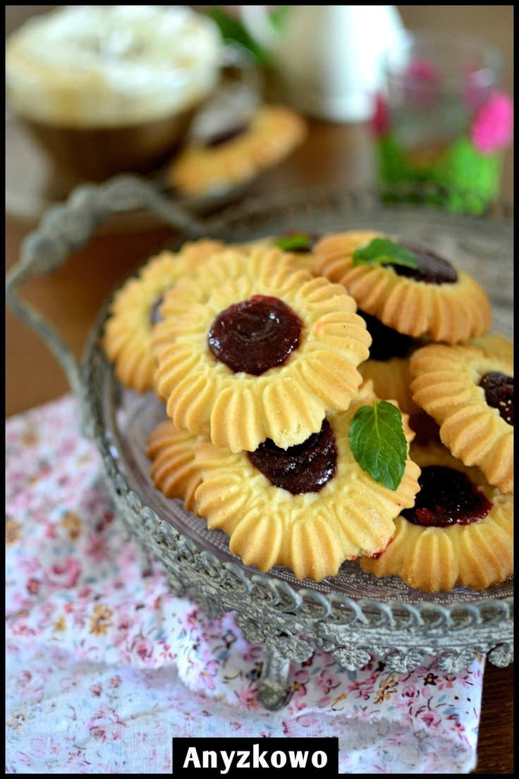 "Maślane Ciasteczka z ""Maszynki"" / Polish Butter Cookies With ""Razer"" Recipe (Anyżkowo), Polish to English Using Google Translate | Need to find out what brand cookie press has this disk."