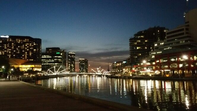 The night at Yarra River
