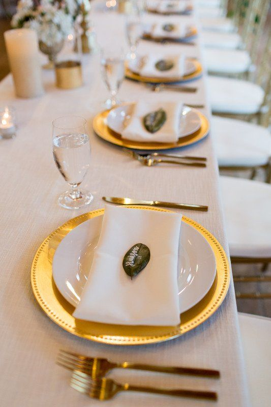 simple wedding place setting idea with gold plate and name card