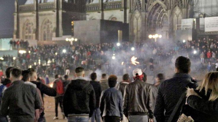 CDU-Spitze fordert schärfere Gesetze nach Übergriffen in Köln http://www.bild.de/politik/inland/koeln/uebergriffe-cdu-fordert-schaerfere-gesetze-44065498.bild.html