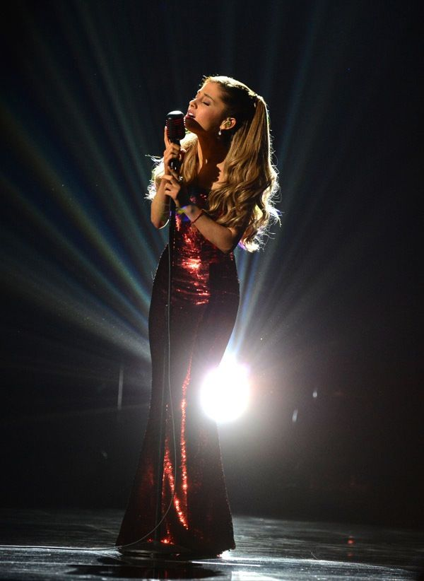 More proof Ariana Grande is perfection #AMAs