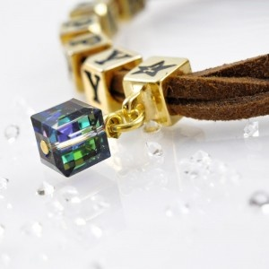 The HAPPY bracelet  with SWAROVSKI ELEMENTS crystal cube pendant, gold version http://store.lovya.net/letters-from-your-heart-lovya/337-bransoletka-happy-charm-szescienny-krysztal-swarovski-elements-wersja-zlota.html