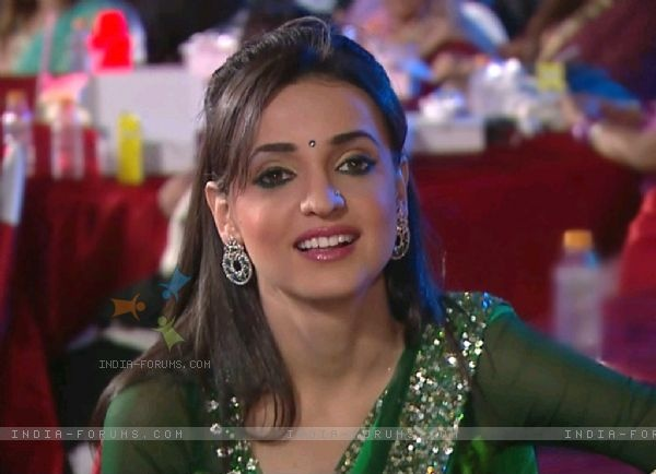 Sanaya irani in Green designer saree