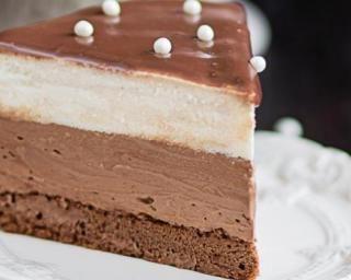 Entremet allégé à la mousse aux chocolats Kinder® : http://www.fourchette-et-bikini.fr/recettes/recettes-minceur/entremet-allege-la-mousse-aux-chocolats-kinderr.html