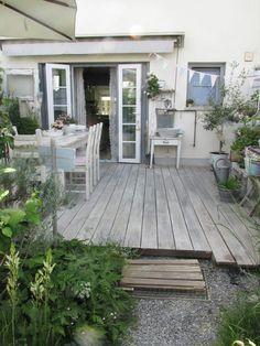 Wenn die Terrasse einfach nicht ergrauen will, dann muss man eben nachhelfen. Die Dielenbretter liegen nun fast zwei Jahre au...