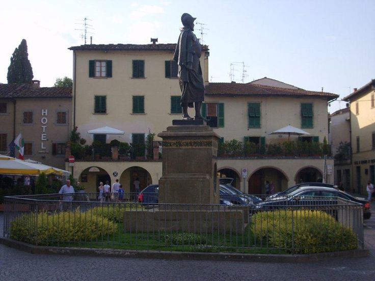 """Greve in Chianti benzer ismi taşıyan diğer Castellina Chianti kasabası ile aynı günde gezdiğimiz Toscana'nın """"Yavaş Şehir 'lerinden"""" biri... Daha fazla bilgi ve fotoğraf için; http://www.geziyorum.net/greve-in-chianti/"""