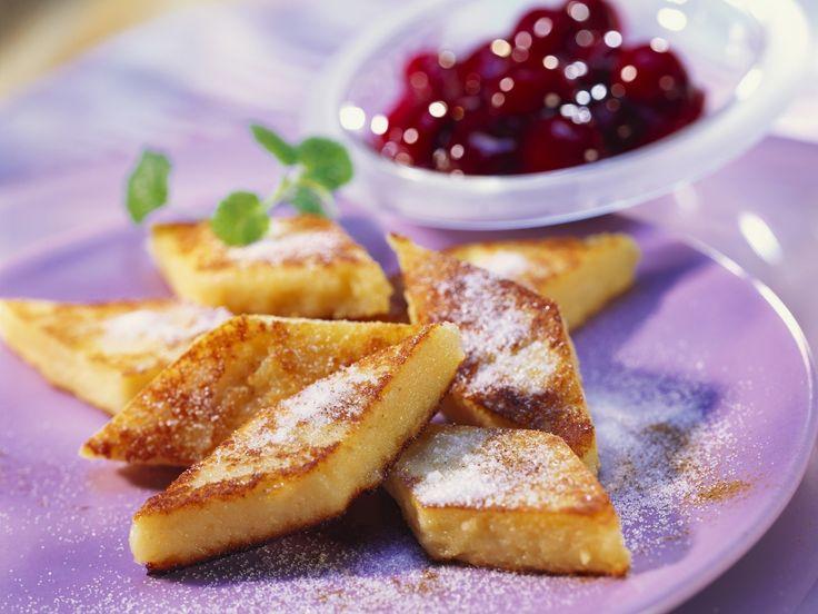 Grießschnitten mit Kirschkompott | Zeit: 30 Min. | http://eatsmarter.de/rezepte/griessschnitten-mit-kirschkompott