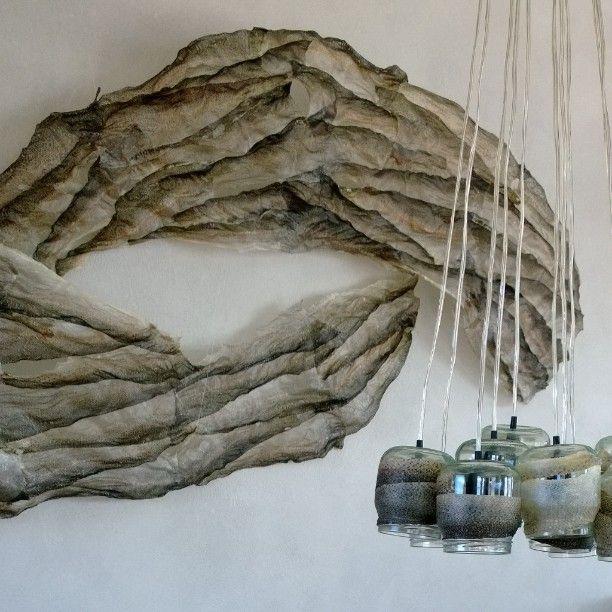Taidetta ja valaisin kalannahasta, kohteessa Aurinkokaari 1. Made of the fish leather.