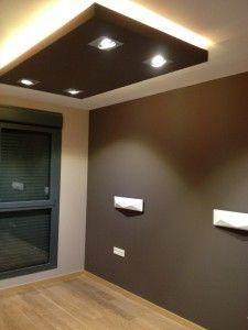 Dormitorio con tiras de LEDs, RGB, que cambian de color en el techo y 4 lámparas AR111 LED