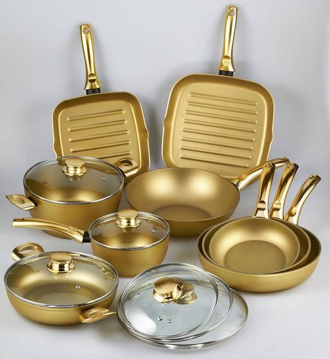 Il rivestimento delle pentole Stonegold® è formato da particelle di minerale aureo che costituiscono una superficie di cottura pari alla pietra vera e propria.