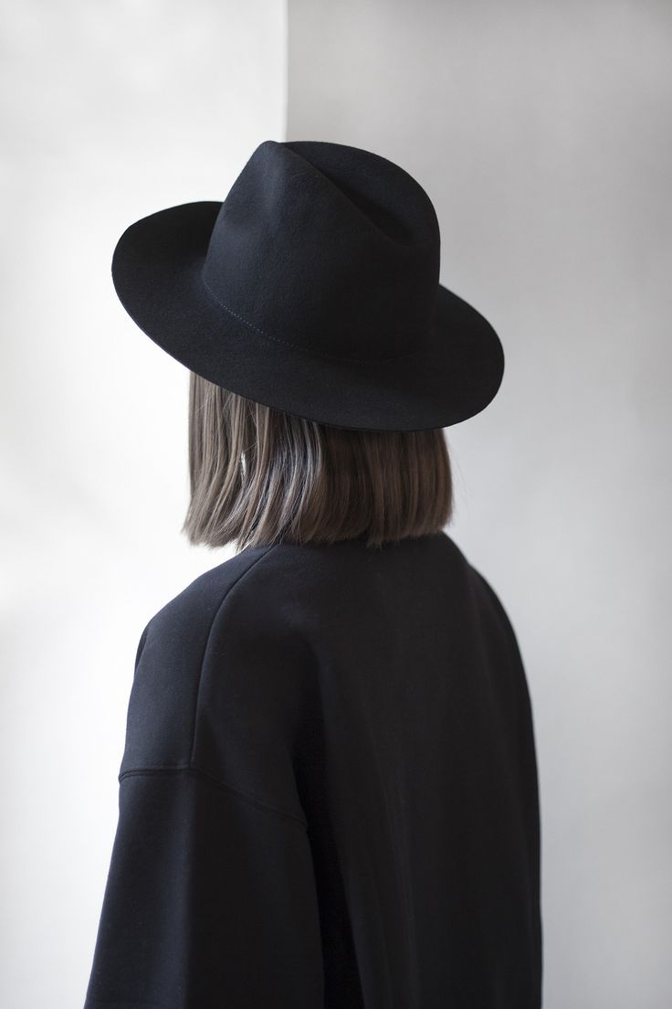 Hat \\black\\ sombrero negro\\ bohemio \\ fashion\\ cabello al hombro\\ Black outfit.       Need a black fedora this winter .....