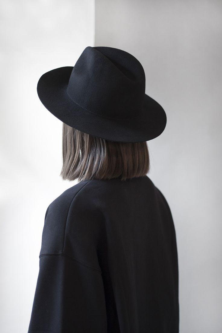 Hat \\black\\ sombrero negro\\ bohemio \\ fashion\\ cabello al hombro\\ Black outfit