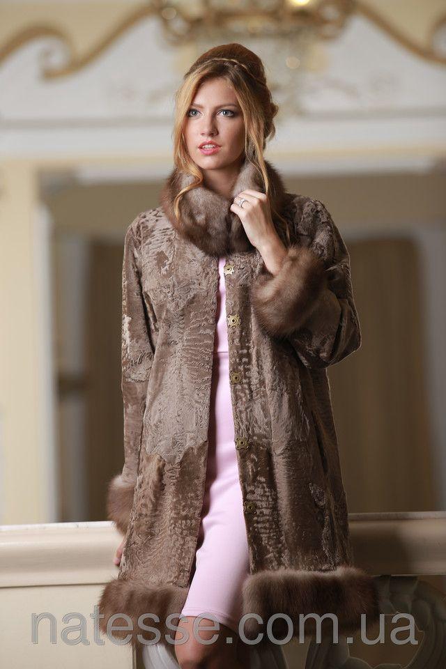 женское пальто из каракульчи SWAKARA свакара со съемной опушкой из куницы SWAKARA fur coat with detachable bob marten fur trimming