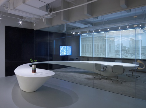 CorianR Curved Conference Table Through The Glass Wall At DuPontTM Design Studio In Philadelphia