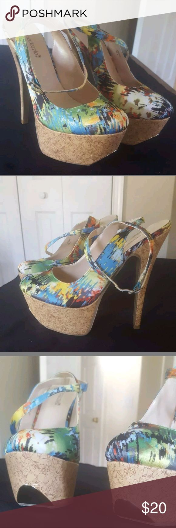 Shoe Dazzle Sinead Green Floral Platform Heel Good condition! Cork heel size 9.. 6 inch heel! See photos! Feel free to message me with any questions and check out my other items! Free Shipping on Fixed Price! 👚👜🛍👗👠 Shoe Dazzle Shoes Heels