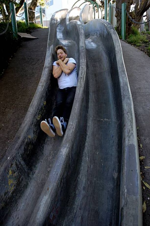 Holden Burkons from San Francisco going down Seward street  slide in Eureka Valley in San Francisco, Calif., on Friday, January 15, 2009. Photo: Liz Hafalia, The Chronicle