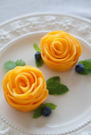 本当のお花にしか見えない! マンゴーで作ったバラの花。                                                                                                                                                                                 もっと見る