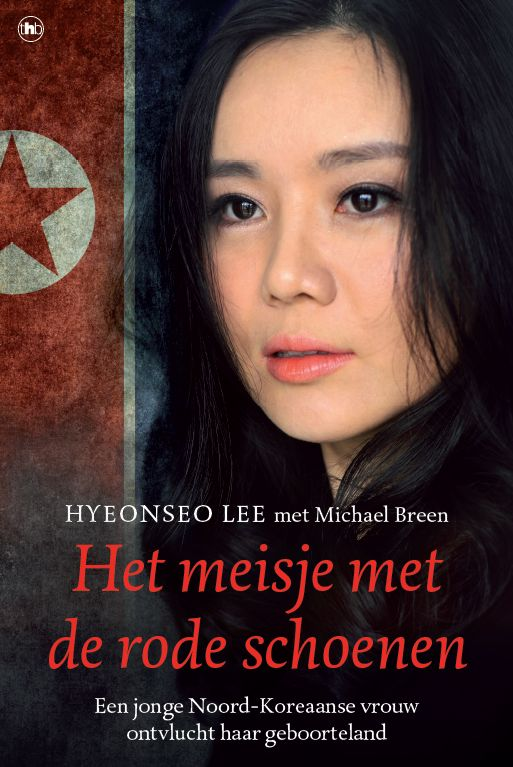 Het meisje met de rode schoenen -Hyeonseo Lee - The House of Books. Hyeonseo Lee is een naïef vijftienjarig meisje dat gelooft dat Noord-Korea de beste plek ter wereld is en Kim II-Sung haar redder. Als ze illegaal haar geboorteland verlaat om op bezoek te gaan bij familie in China, weet ze nog niet dat het jaren zal duren voor ze haar moeder weer zal zien. Hyeonseo's afwezigheid wordt door de autoriteiten snel opgemerkt en uit angst voor zware straf raadt haar moeder haar aan weg te…