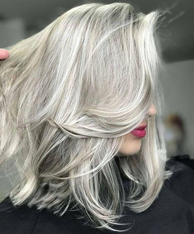 2018 Silver grey blond wavy bob