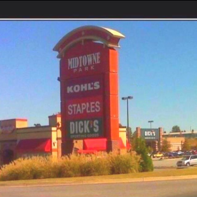 Kohl's does what??? Soo funny!!: Signs, Funny Things, Giggl, Funny Bones, Too Funny, Funny Stuff, Smile, Hilarious, Kohls