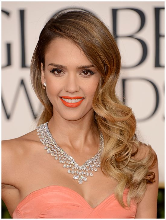 Jessica Alba at 2013 golden globes with long hair with deep side part and waves