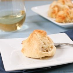 Creamy Chicken Pockets- a creamy chicken mixture wrapped up in crescent rolls and baked until golden brown. Quick and easy!