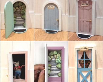 These precious doors of the tooth fairy to the childrens bedrooms will delight the little ones. Your imagination will fly at the thought that he will be behind the door... They are made entirely by hand and they can be customized as you like, color, name, size... Sold with the ladder if you want it to lay on top of the plinth and the mat. Ask us