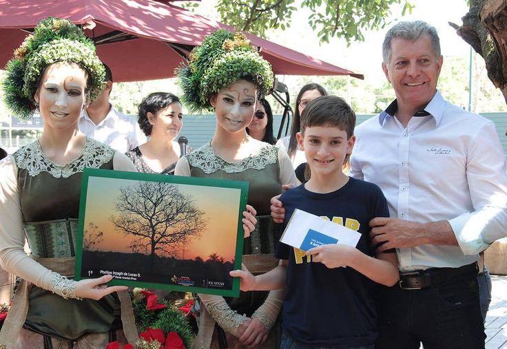 21/09/2015 - Clinger Gagliardi - Premiação do concurso de fotografias, do dia da árvore, no Shopping Iguatemi São José do Rio Preto, promovido pela Secretaria Municipal do Meio Ambiente e Urbanismo e a Secretaria Municipal da Educação: