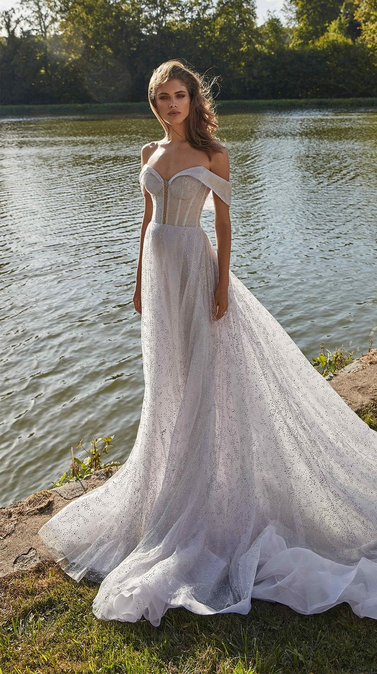 Pin By Wedding Dresses Guide Gowns On Wedding Diaries Wedding Dresses Unique Ball Gown Wedding Dress Wedding Dresses Simple [ 1315 x 736 Pixel ]