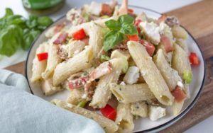 Kremet pastasalat med kylling og bacon