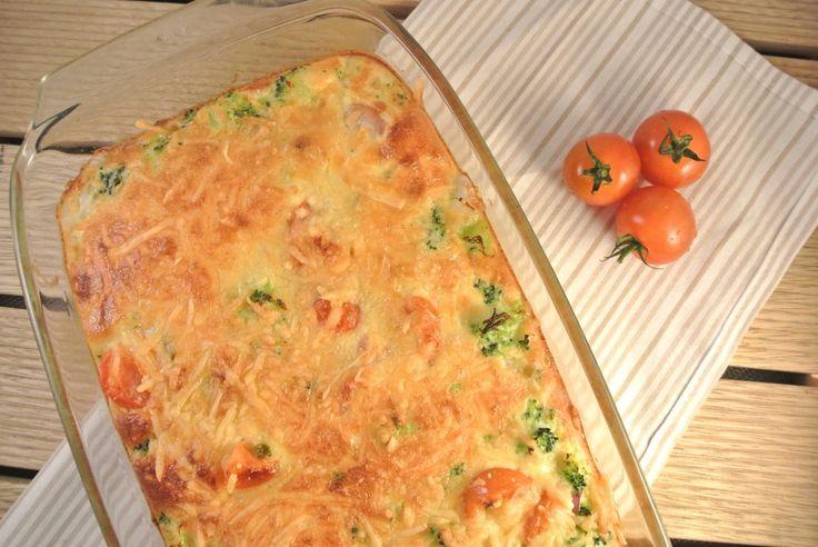 Broccoli frittata uit de oven met cherrytomaatjes en rode ui - Lekker en Simpel