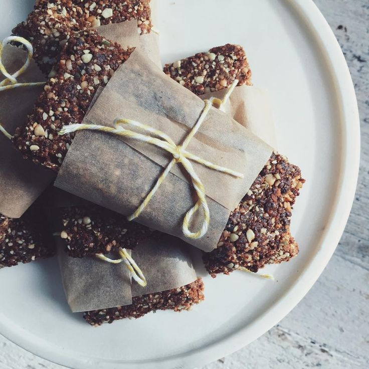 NEW RECIPE: Crunchy banana buckwheat bars and they are GOOOOOD <3