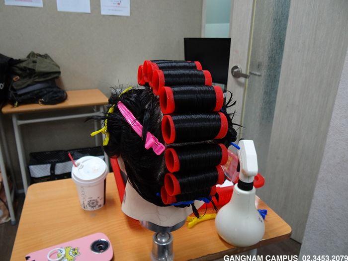 미용사(일반) 취득 준비  미용사(실기)시험을 대비해 열심히 연습을 하고 있습니다^^! 미용자격증들중에서는 가장 난이도가 높아 취득하기 어려워 많은 학생분들이 어려워하는 시험이기도 합니다.  도도아카데미 강남본원 http://blog.naver.com/kalavin0070/220372716780