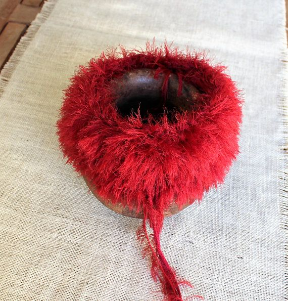 Red fringed collar Faux fur collar Trendy accessory Fur