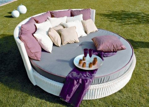Rondo Garden Daybed / Lounger. I NEED one just like this!