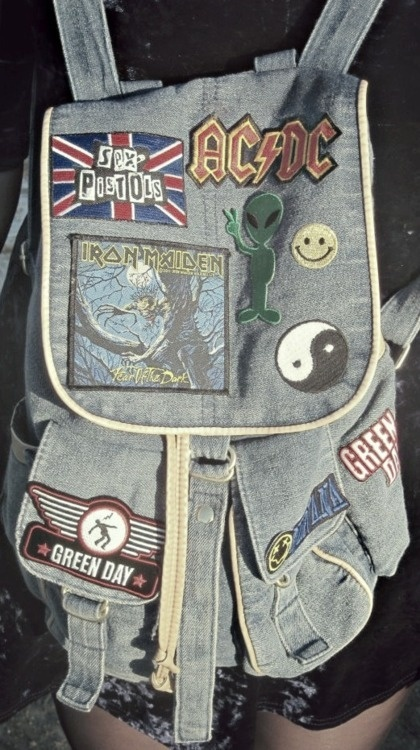 'throwback' backpack more like a 'im sobbing this bag is so gorgeously rock' backpack