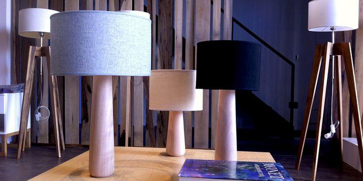 Lámpara de mesa Corisia en dos tamaños